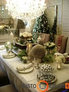 Turtingas Kalėdinių dekoracijų stalas