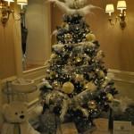 Prašmatni Kalėdų eglutė su plunksnomis