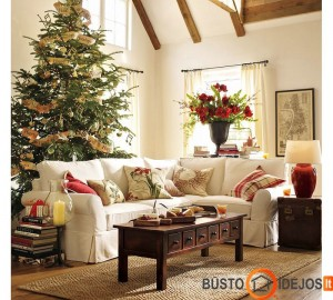 Kalėdinė eglutė dekoruota karpiniais