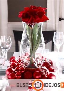 Išraiškingų spalvų dekoras ant stalo