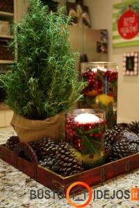 Plūduriuojančios tarp spanguolių žvakės ir konkorėžiai - taip žiemiškai žavu