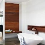 Medžio intarpai vonios kambaryje