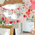 Romantiškai puoštas veidrodis