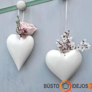 Mielas dekoras ant sienos